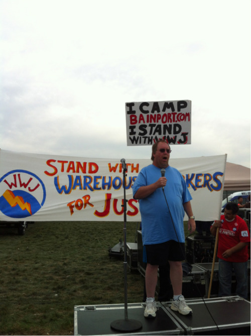 #Sensata worker Tom Gaulrapp give words of support to @warehouseworker #walmartstrikers #oct1rally #bainport