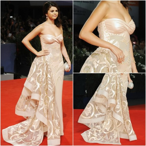 red carpet OUTFIT OF MONTH: September ♥ ‏ Selena wears: Atelier Versace Fall 2011 Strapless Embroidered Chiffon Blush Gown Judith Leiber Damask Pattern Crystal Clutch Sergio Rossi Song Platform Sandals