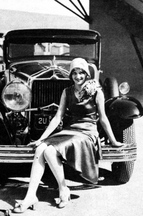 Marian Marsh and a snazzy car - c. late 1920s/early 1930s
