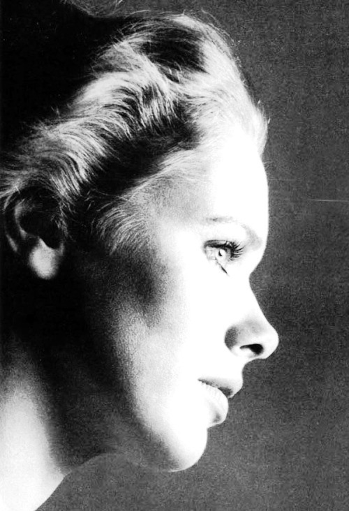 mabellonghetti:  Liv Ullmann photographed by Richard Avedon for Vogue US, 1973.