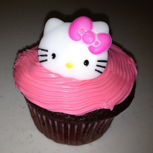 The cutest & sweetest Hello Kitty Cupcakes ever!!!…by @Lindsaymm84 🎀  (Taken with Instagram)