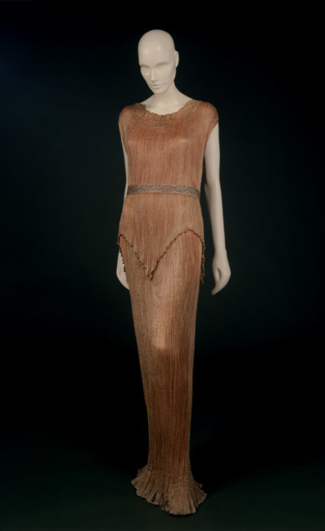Dress Mariano Fortuny, 1910s The Victoria & Albert Museum