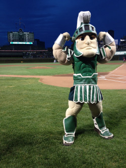 In honor of Big Ten Night at Wrigley Field, Sparty from Michigan State threw the ceremonial first pitch.