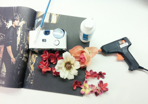 Stay tuned for Step By Step Instructions: DIY Floral Disposable Cameras #centrepieces #weddingfavors