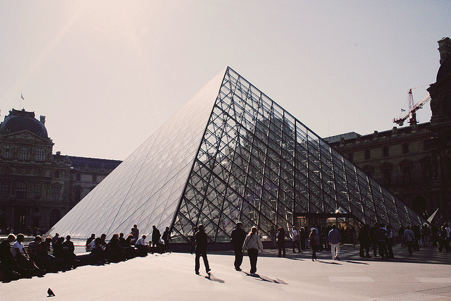 thepapercranesociety:  louvre by pearled on Flickr.