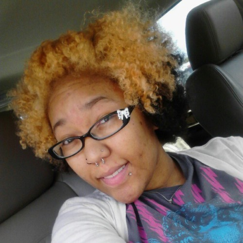 #nofilter I want my big hair back NOW! I hate the way my freshly washed fro looks. Makes me look like I don't have much hair.  (Taken with Instagram)