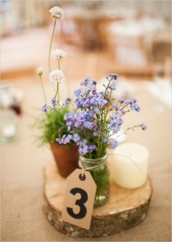 Sometimes the simplest centerpieces can add so much atmosphere :)