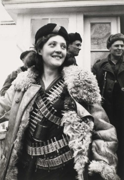 gunsandposes:   Female partisan, 1942.Arkady Shaikhet