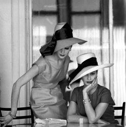 theniftyfifties:  Fashion photography by Jerry Schatzberg, 1950s.