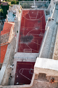 stephenhoang:  Basketball I love this sort of ad hoc urban building. The irregular, compact, but rewardingly rich spaces created just teem with individuality, with a specific sense of place. Sometimes I bemoan the designer's need to control everything, to cleanse everything to the point of sterility, or even worse pretend complexity. But then again, I do this, and I don't know how to loosely design effectively. Spaces like this sometimes seem beyond my abilities, beyond the realm of absolute designers. Constrictions and obstacles make for the best designs, in my opinion, and this is a great example of that.