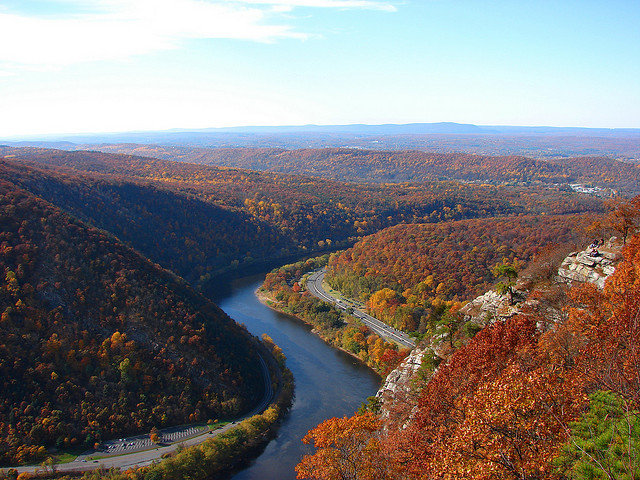 Remember autumn? Delaware Water Gap, View from Mt. Tammany | New Jersey (by hikePA)