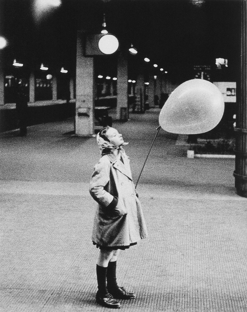 m3zzaluna:  untitled (girl with balloon), around 1960 photo by heinz held, from 20th century photography; p. 232