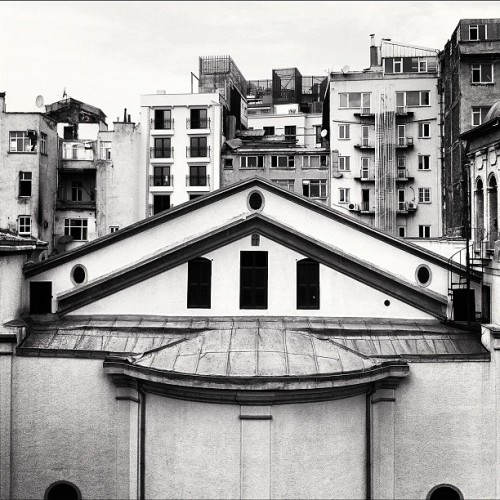 #igers #iphonesia #istanbul #photitos #bw #building #church (Taken with Instagram at beyoglu)