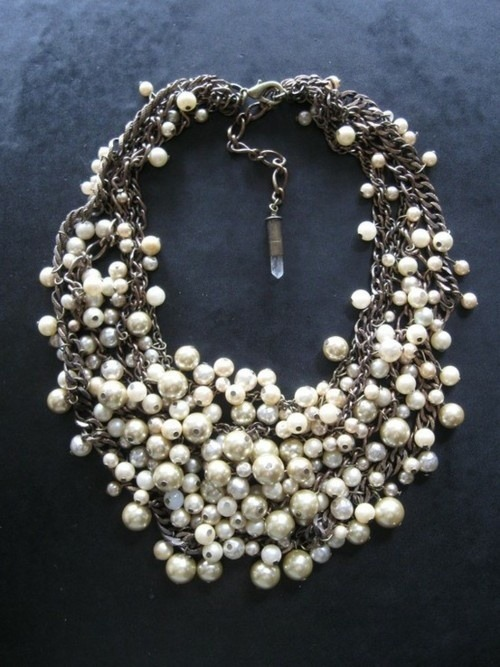 i love this pearl and chain statement necklace