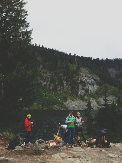 explore-everywhere:  calebbabcock:  Lakeside s'mores  love these people.