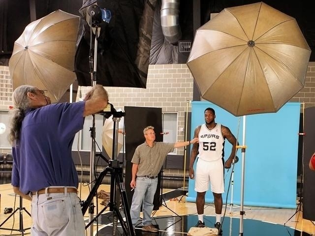 Eddy Curry in a San Antonio Spurs Jersey. Oh Yes.