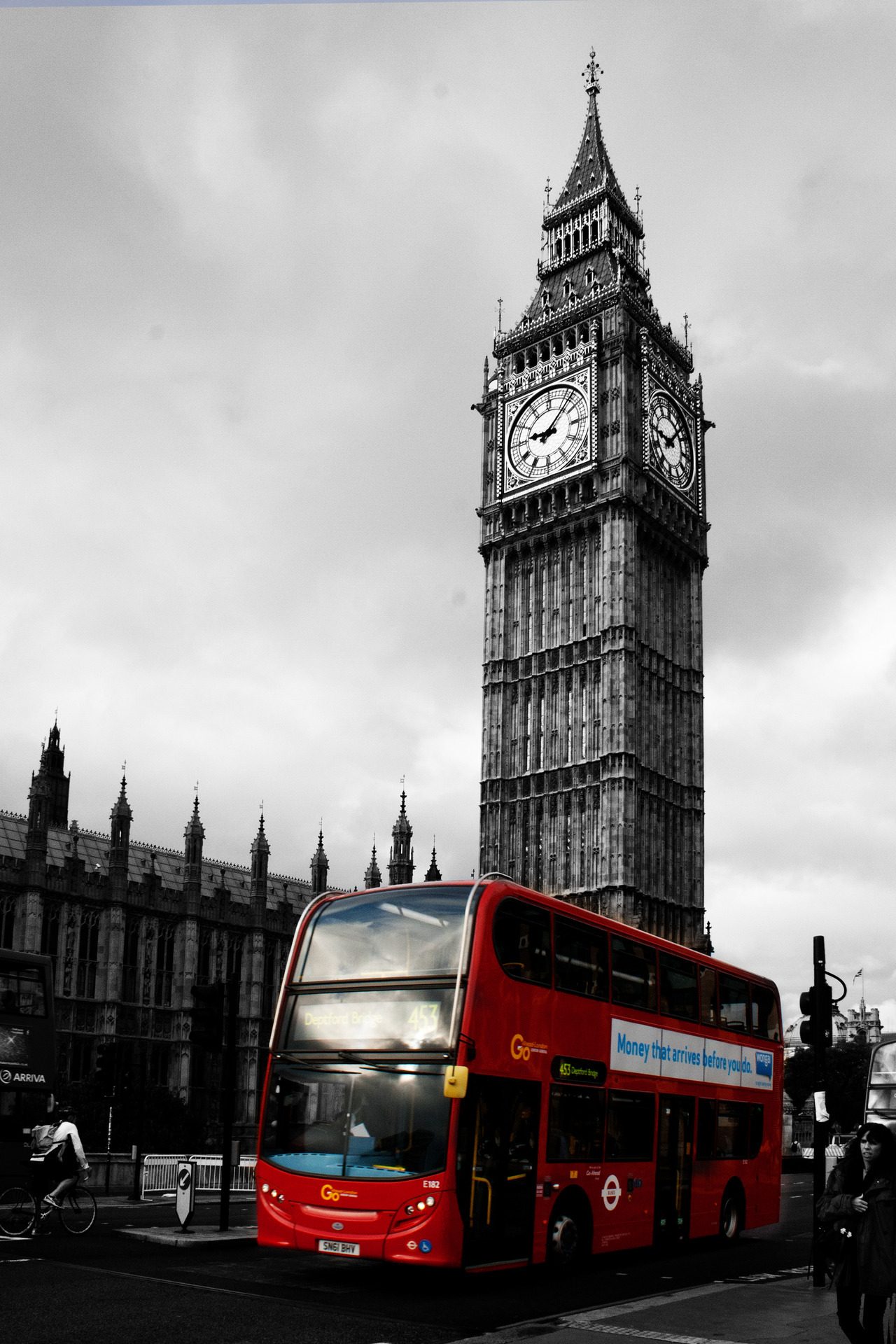 Big Ben and the famous red bus in London, UK. It was my first time in London, so I had to snap a few typical tourist photos ;)