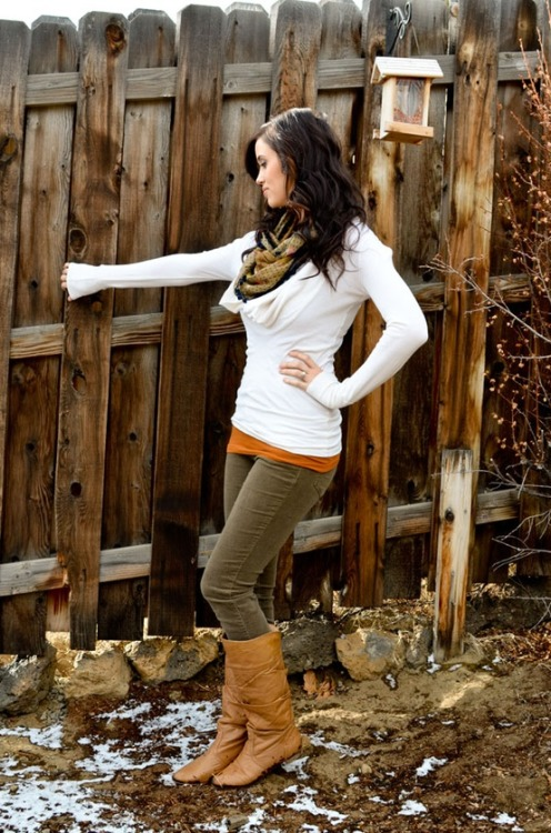 #PinterestFashionFind: Sweater, chords & boots. Casual comfort for #fall #fashion. Source: http://www.carahamelie.com/outfit-ideas