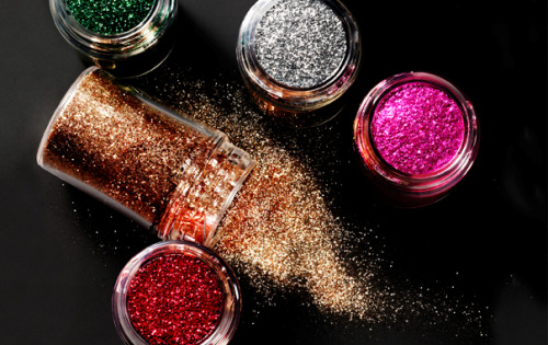 MAC Pro Glitter This collection introduces two new shades to a comprehensive colour palette with tools for expert application and blending including Cheek and Eye Applicators, 231 and 242 Shader Brushes, and Mixing Medium Eyeliner and Gel.