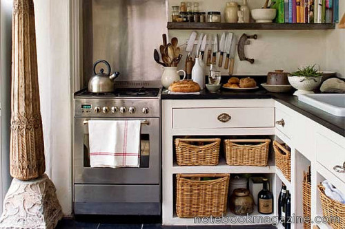 obscure-rubro:  Kitchen by girard312 on Flickr.