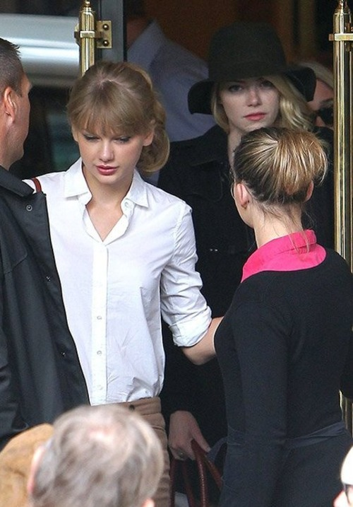 Taylor Swift hanging out in Paris with actress Emma Stone (Oct, 2)