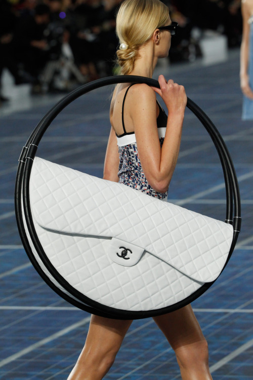 wgsn:  THAT oversized Chanel bag in Paris today. Wow! #pfw  Wow!