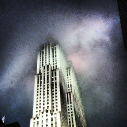 #nyc the foggy city #fog #30Rock #RockefellarCenter #building #sky (Taken with Instagram at Rockefeller Center Promenade)