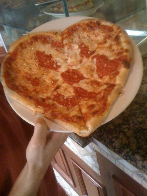 betterthanurmom:  funnyordie:  Love fades. Pizza is forever.  True dat