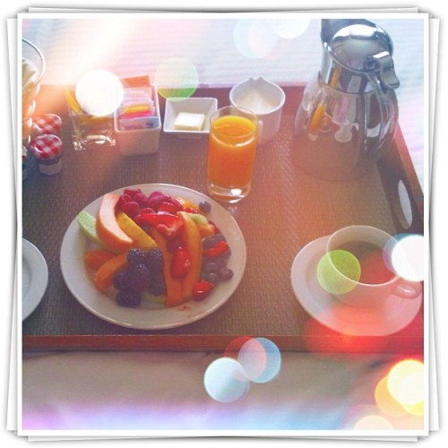 Favorite food? Room service. Particularly Hyatt brekkie: fruit plates! Catching up. Stood on top of the world..! ❤ #october #octoberphotoaday #octoberphotochallenge #day01 #dayone #dailypic #dailyphoto #potd #photoaday #picoftheday #photoadayoct #photoadayoctober #photochallenge #whereyoustood #fmsphotoaday #jj #jj_forum #instamood #instagood #favoritefood #breakfast #30dayphotochallenge #30dayphotochallengegratitude #yum #nomz #fruit #healthy  (Taken with Instagram)