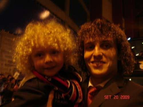 No, you are not dreaming. This is REALLY a picture of David Luiz and a cute kid with curly hair.
