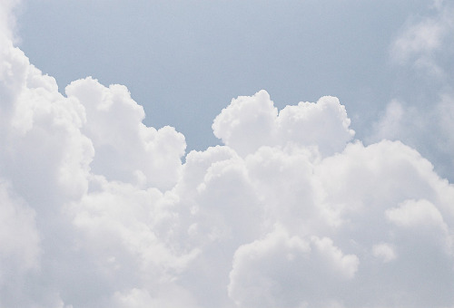 jayceiusagi:  Early summer cloud (by **mog**)