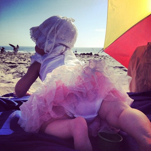#baby #beach #bum #venice #california #cute #lazy #tuesday #photo #beach #lounging #seagulls #umbrella #tutu #vintage #class (Taken with Instagram)