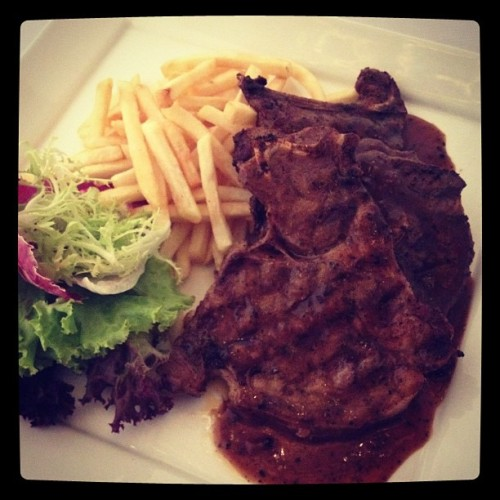 Nomm nomm yum.. Lamb chop at Emporium.. Food-tography.. #kl #restaurant #food #iphoneography  (Taken with Instagram)