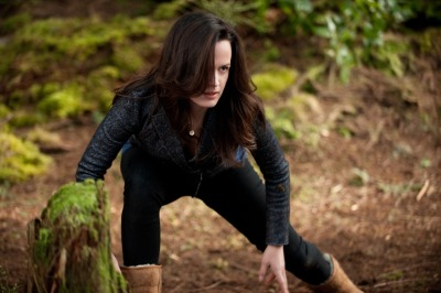 ohmycarlisle:  New Breaking Dawn image: Esme looks like she is going to kick some ass!  @reasereaser looking great! *squee*