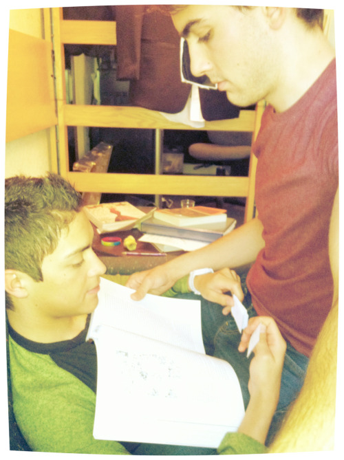 fuckyeahgaycouples:  My boyfriend and I studying before class <3  He's in the maroon shirt :]
