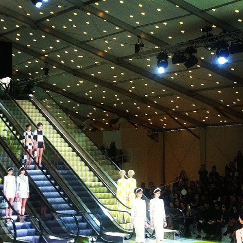 evachen212:  twin set: model pairs @louisvuitton_us (Taken with Instagram)  Oh and in case you're wondering: this is what I missed under the tent in the Cour Carré while I was giving my tour in the Louvre yesterday.  I did manage to peek out the window(s) a few times and see some of the fashionistas milling about outside.  Good times!