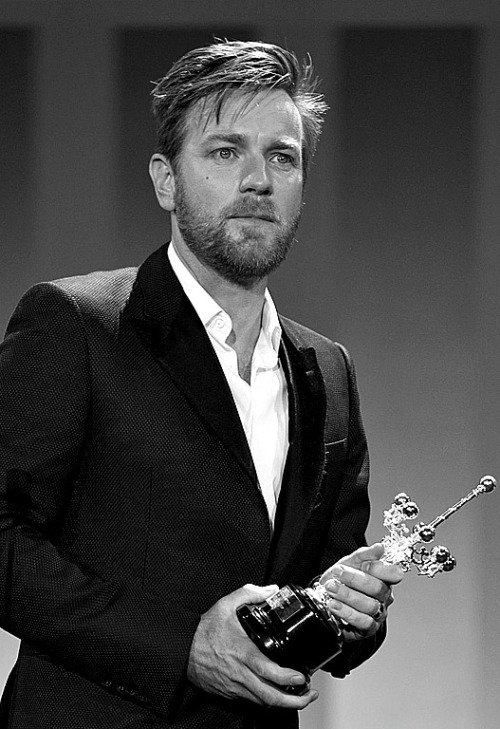 Ewan McGregor receives the Donostia Award for all his life achievement.  He is the youngest actor to receive this award… WOWWW!!!