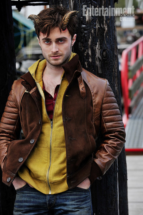 First look at Daniel Radcliffe in Horns The first image has emerged from Alexandre Aja's Horns, in which Daniel Radcliffe shows off his prosthetic head-adornments for the very first time…