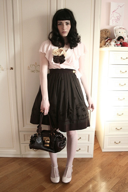 hipstarori:  Charmmy-Loli wearing Innocent World Skirt