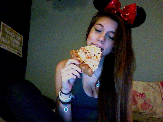 i want you so bad; PIZZA GET IN MAI BELLY highrapunzel:  babe