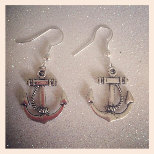 calamityjaynedesigns:  Silver tone Anchor Earrings on Silver plated earring hooks http://www.etsy.com/shop/CalamityJayneDesigns