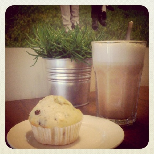 Chocolate chip muffin & chai latte (Pris avec Instagram)