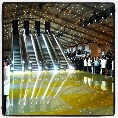 #LooksFashionary  #PFW  @TeenVogue  La escalera de ajedrez @ Louis Vuitton SS'13 - Paris Fashion Week…