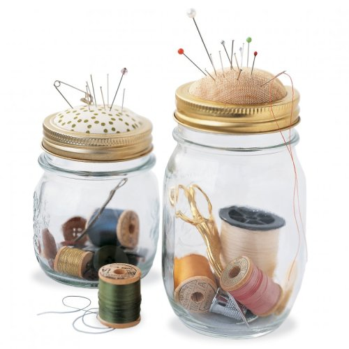 mstrfn:  (via Sewing Kit in a Jar - Martha Stewart Crafts)
