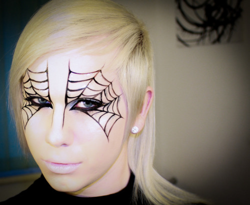 xxmichaeljames:  Halloween Spider Web tutorial - http://youtu.be/e_yf-YsiAEs