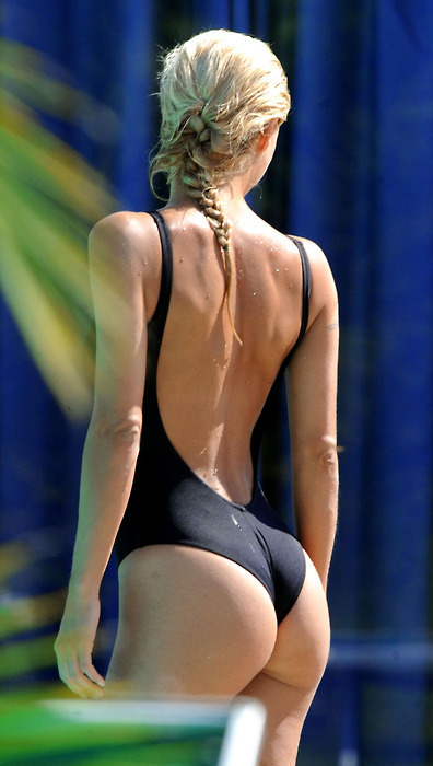 dirtylittlestylewhoree:  Dat ass doe   Swimming Whooty