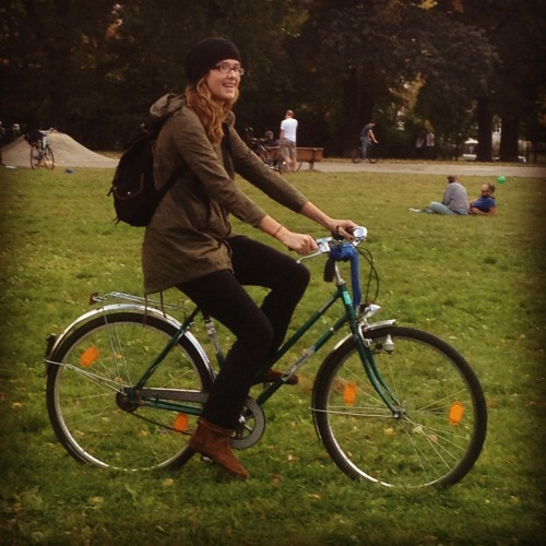 babezonbikez:  Natalie is going places, both literally and figuratively. She welcomes Autumn with the grace and brilliance only a babe on a bike is capable of exuding.   lol. thanks :)