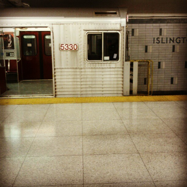 Islington #subwayseries #toronto  (Taken with Instagram at Islington Subway Station)