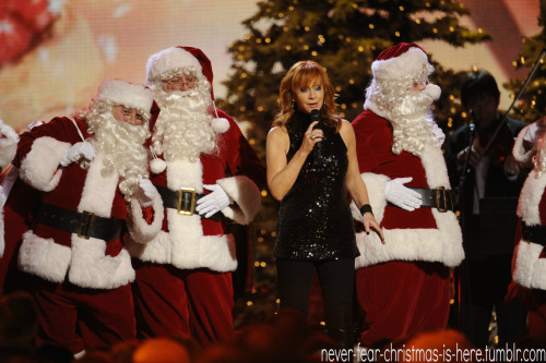 never-fear-christmas-is-here:  Reba!!Love Christmas? The blog Never-Fear-Christmas-Is-Here is for you!FOLLOW for a world of Christmas, 365 days a year!
