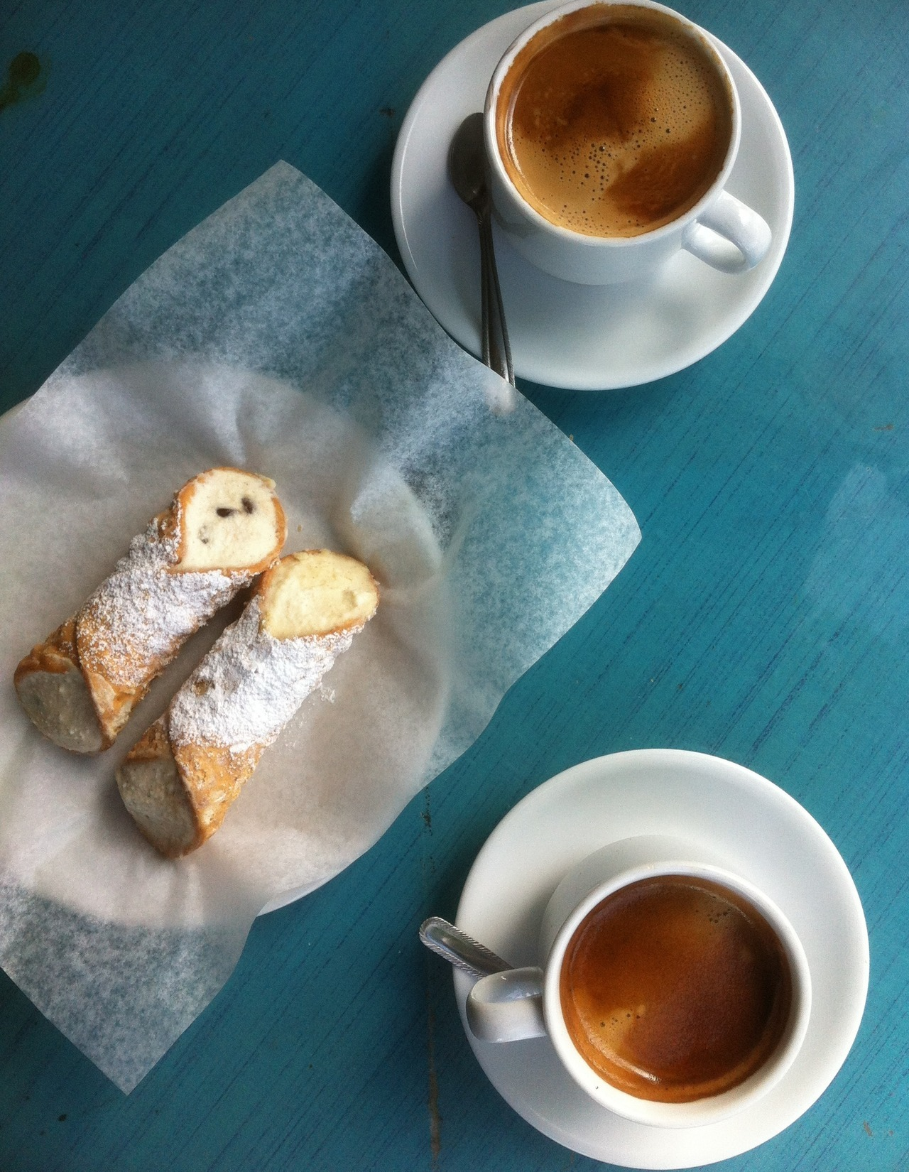 mzgaloreadventures:  coffee and cannoli for two <3  Dream date!